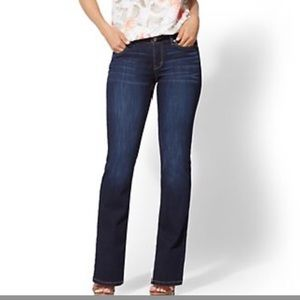 NY&C bootcut low rise curvy jean